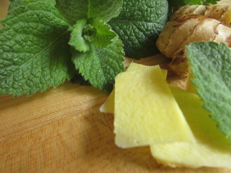 Making_mint_ginger_tea