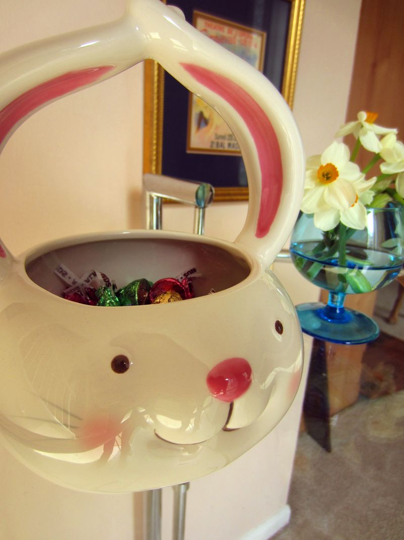 Ceramic-easter-bunny-for-candy